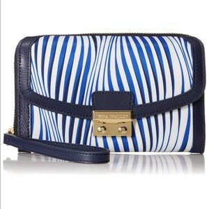 🆕 VERA BRADLEY | Ultimate Wristlet in Navy Stripe